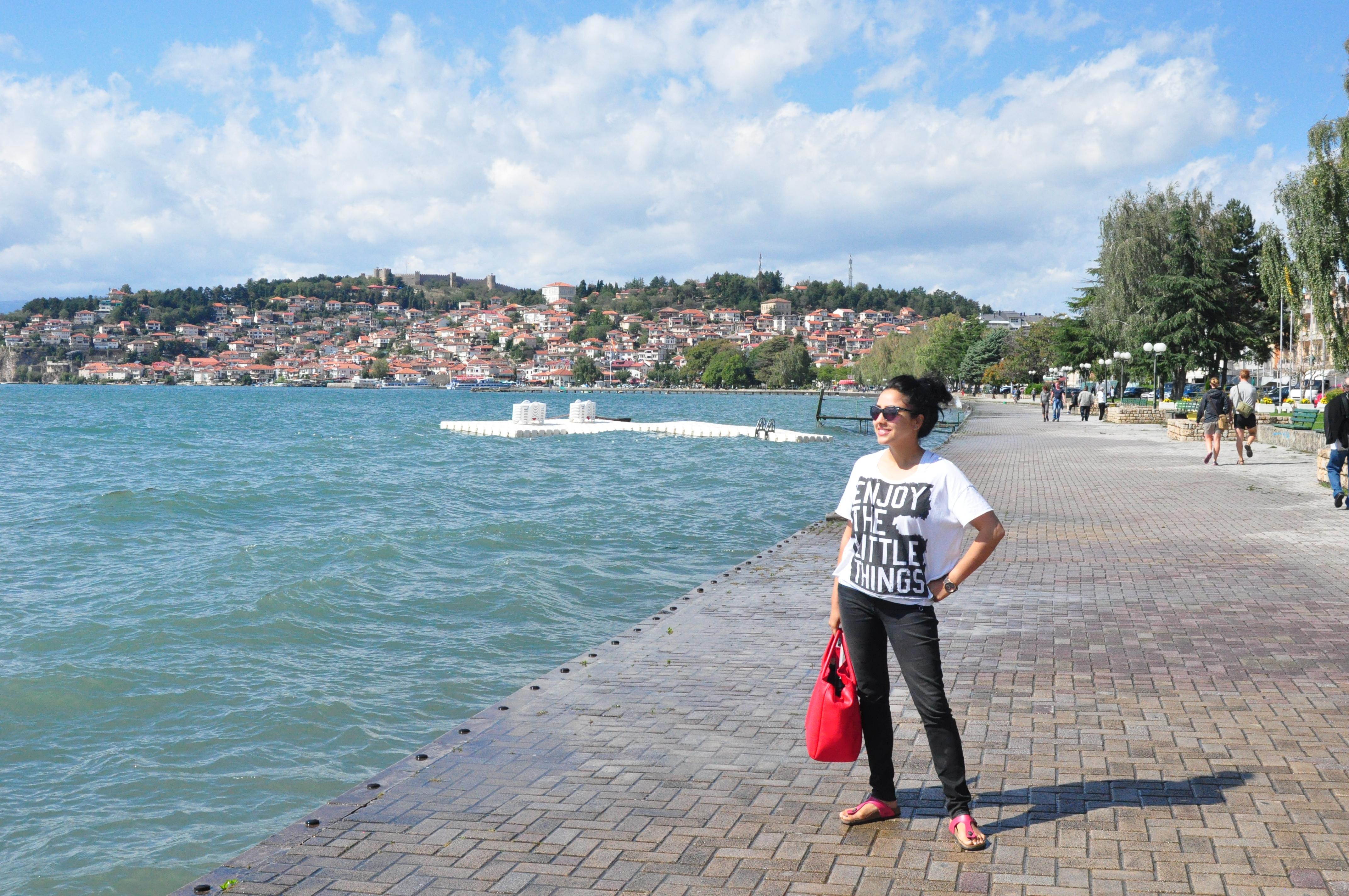 aarti-posing-lake-ohrid-macedonia